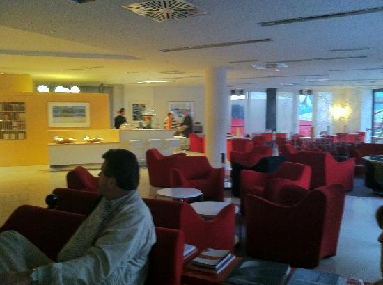 Hotel Sant Cugat: Lounge/Lobby Area