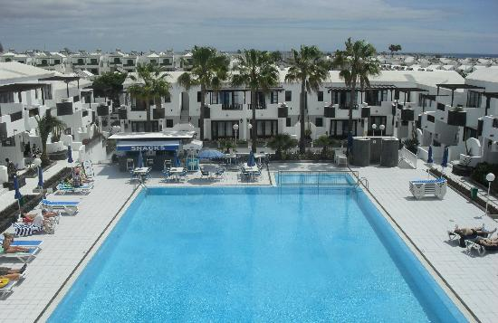 Plaza Azul: The Pool, from up on the roof..