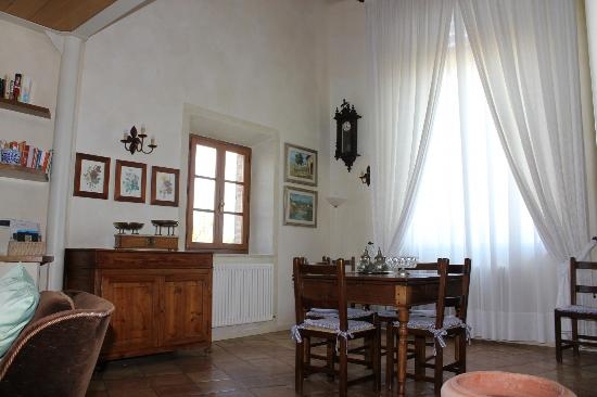 Villa Corsanello: Dining area at sitting and dining room