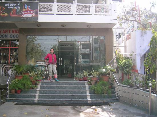 Hotel Daawat Palace: Eingang