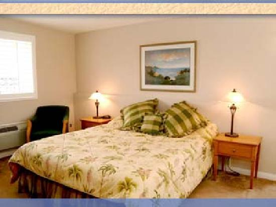 Crown City Inn: King Room