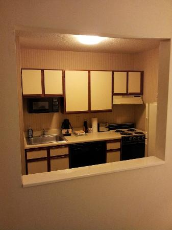Extended Stay America - Akron - Copley - West: kitchen