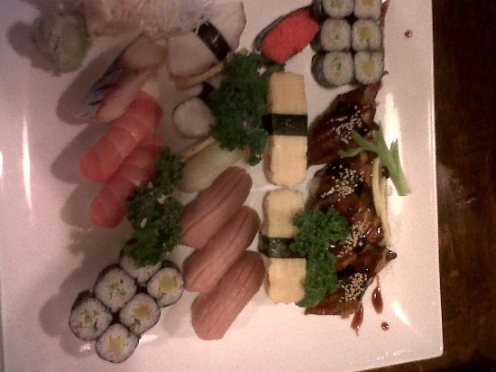 Osaka Today: nigiri and roll selection