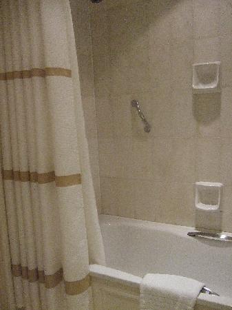 Birmingham Marriott Hotel: Bathroom 2