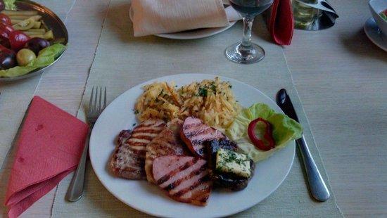 Hotel Escalade Poiana Brasov : Delicious meat platter