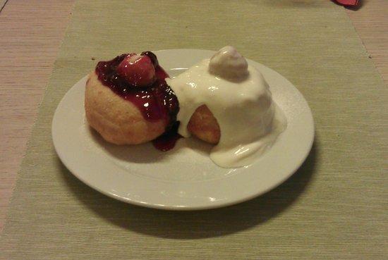 Hotel Escalade Poiana Brasov: Excellent dessert!