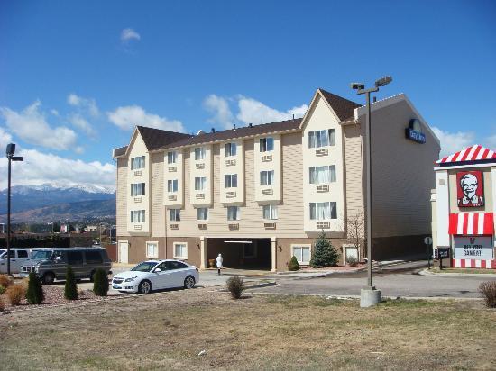 Days Inn Colorado Springs Air Force Academy: Fachada do hotel