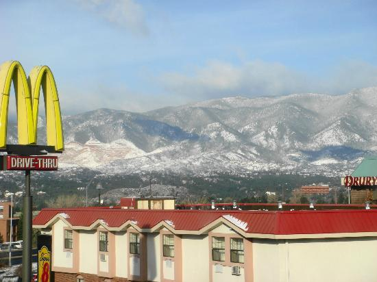 Days Inn Colorado Springs Air Force Academy: Vista da janela do quarto