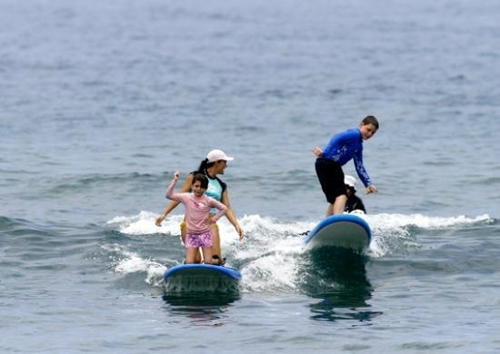 """Surfer Bear Hawaii Surf Lessons : S riding tandem with """"Molly"""""""