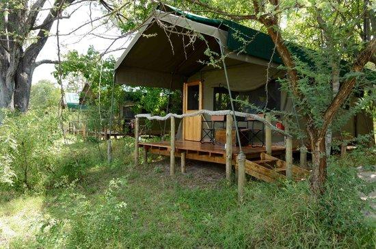 Sango Safari Camp: Cabin Exterior