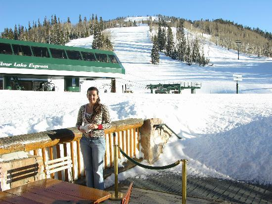 Royal Street Cafe : Outdoor area right on the ski slope