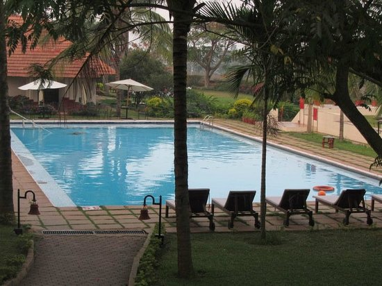 The Gateway Hotel Chikmagalur: Swimming pool