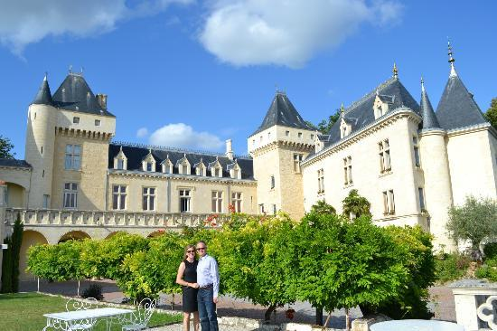 Chateau de la Riviere: View of Chateau from coutyard