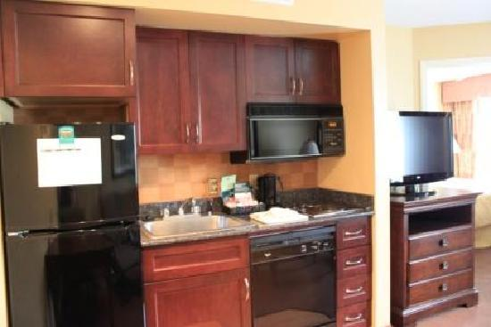 Homewood Suites by Hilton Chicago Schaumburg: Guestroom Kitchen