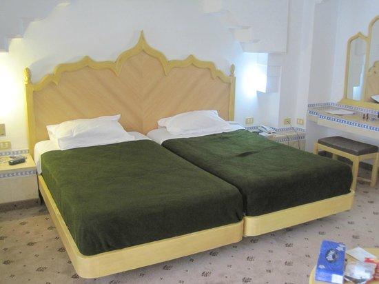 El Hana Palace Caruso Hotel: Nice big beds