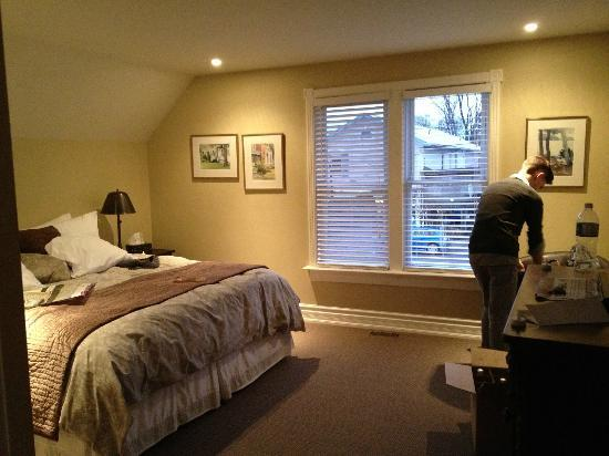 Newsroom Suites: Bedroom