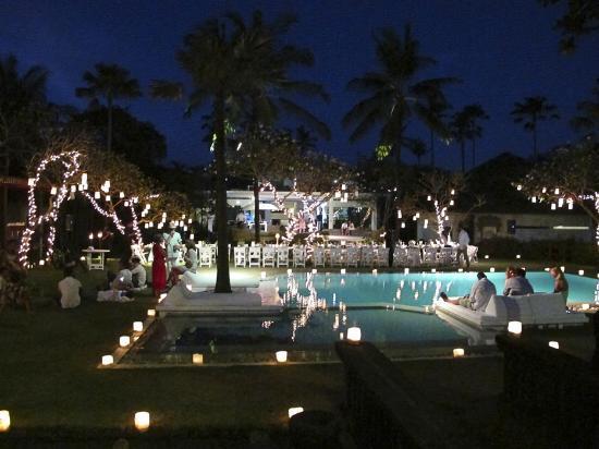 Morabito Art Villa: Garden lights for the wedding night