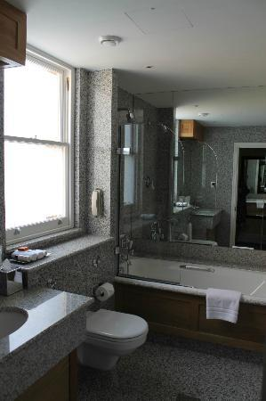 Knightsbridge Hotel: Bathroom of #506