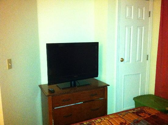 Residence Inn Springdale: Bedroom TV