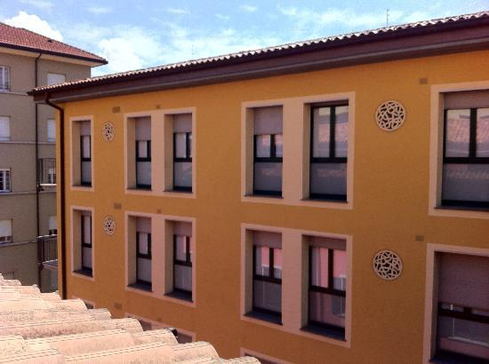 Central Hostel : This typical color of italian houses :)