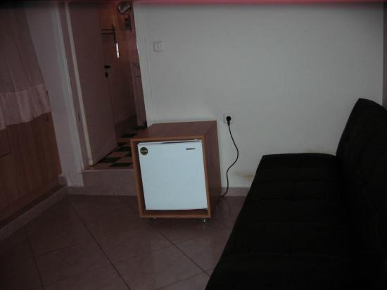 Kimon Athens Hotel: Mini fridge