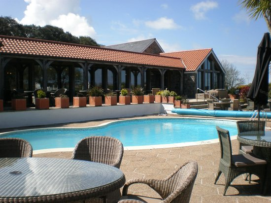 The Farmhouse Hotel: Heated pool in gorgeous grounds.