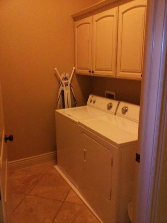 Coral Springs Resort: Washer & Dryer
