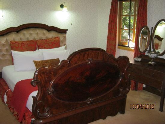 Lisson Grove : Romantic Bedroom Gamekeepers Cottage
