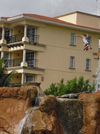 Hotel Marina El Cid Spa & Beach Resort : Very High Cliff