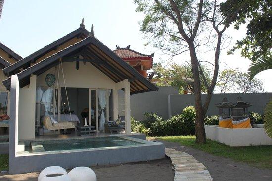 Lilin Lovina Beach Hotel: The room from the garden