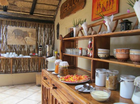 Pezulu Tree House Game Lodge: ..more breakfast