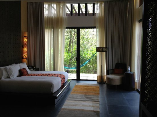 Banyan Tree Mayakoba: Bedroom in garden villa