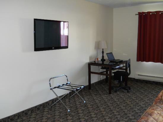 Days Inn Montreal East: Part of the room