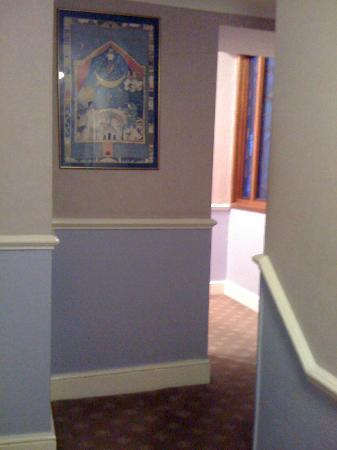 Mitre House Hotel: arredo corridoio