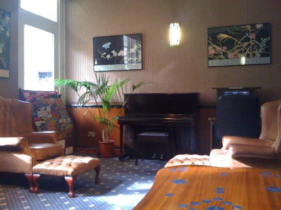 Mitre House Hotel: sala lettura e TV