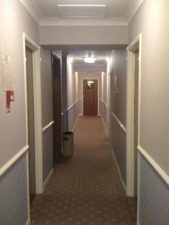 Mitre House Hotel: corridoi