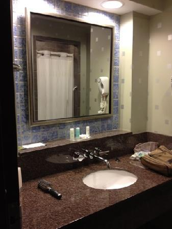 Comfort Suites: beautiful bathroom