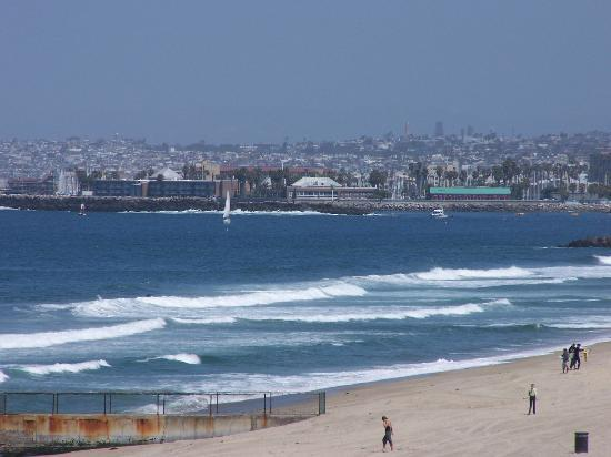 Best Western Plus Redondo Beach Inn: A view of Redondo Beach looking toward Santa Monica from atop the walk way