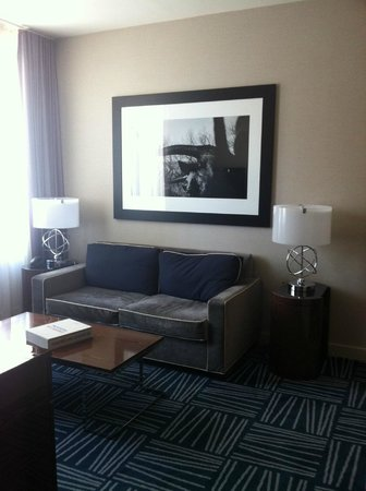 The Joule, Dallas: Living room