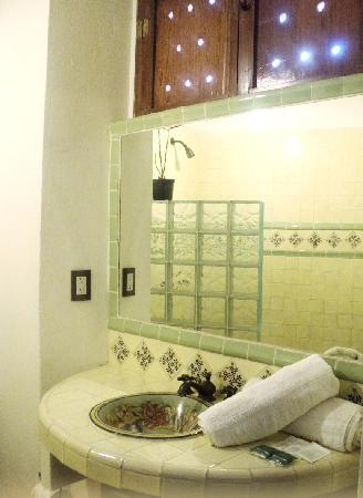 Al Son de los Santos: Triple Room Bathroom