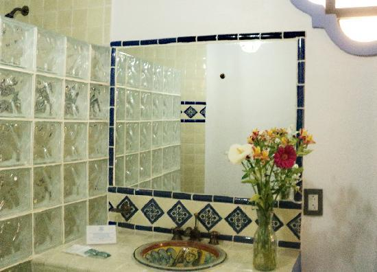 Al Son de los Santos: Cuadruple Room Bathroom