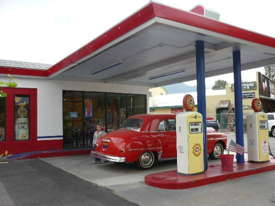 Bing's Burger Station: Loved that they kept the gas station theme.
