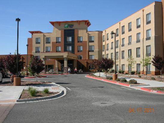 Holiday Inn Express & Suites Albuquerque Old Town: Front of hotel.