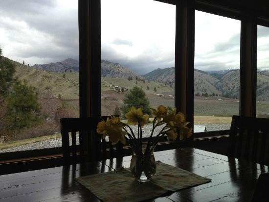 Cascade Valley Inn : View from breakfast area