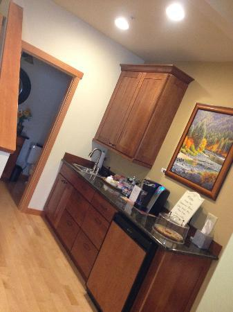 Cascade Valley Inn: Coffee/tea area