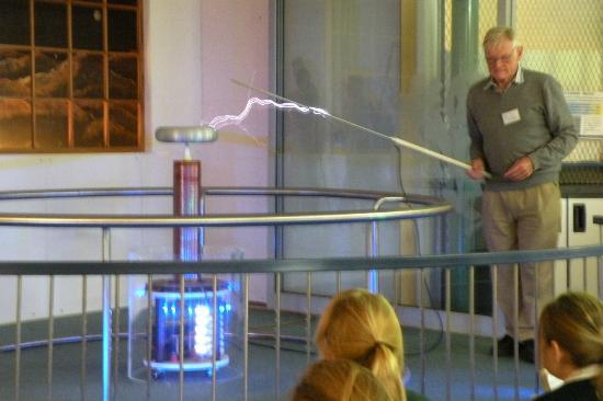 Faraday Centre : Electricity demo for school group