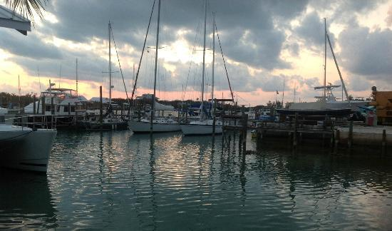 Dock & Dine : View of the Sunset while dining at Dock N Dine at Man O' War Cay.