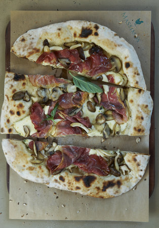 Massimo's : Black forest ham & wild mushrooms pizza