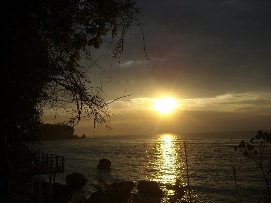 Rock 'n Reef Uluwatu: Sunset from our verandah