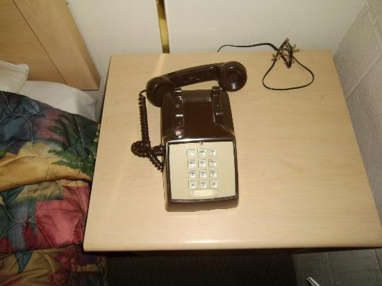 Budget Motel: phone I paid a $20 deposit on